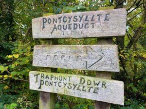 Tŷ Mawr Pontcysyllte signpost